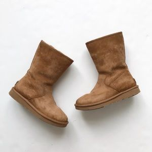 UGG classic side zip calf boots size 5